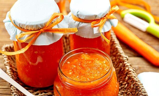 Konfitura pomarańczowo-marchewkowa z orzechami nerkowca
