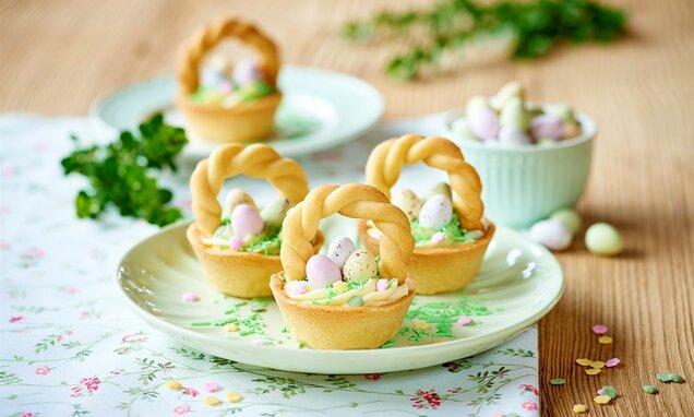 Wielkanocne tartaletki koszyczki z kremem budyniowym