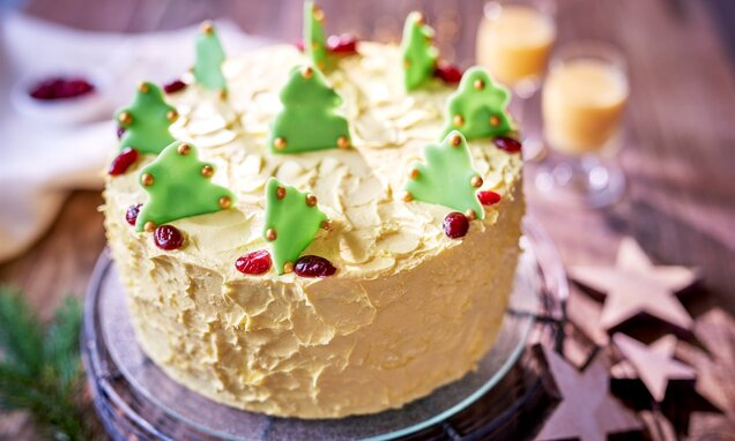 Tort żurawinowo - ajerkoniakowy
